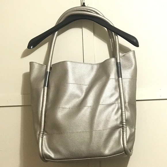 Neiman Marcus Handbags - Neiman Marcus Metallic Gold Tote